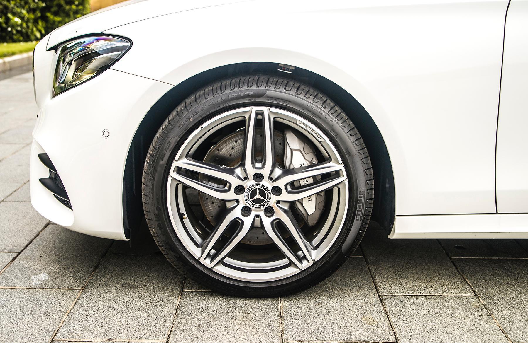 Mercedes-Benz E 350 AMG - phiên bản mạnh nhất dòng E-Class có giá 2,89 tỉ đồng - 14