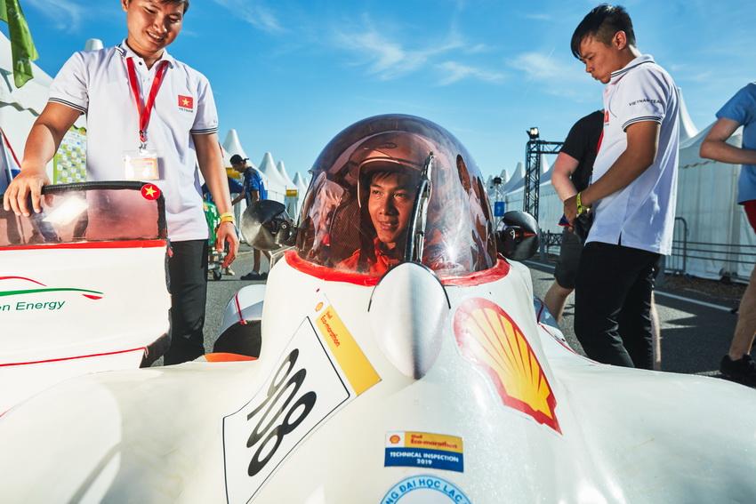 Đội đua LH-EST (ĐH Lạc Hồng) tham gia Shell Eco-marathon châu Âu với thành tích 185km/kwh - 8