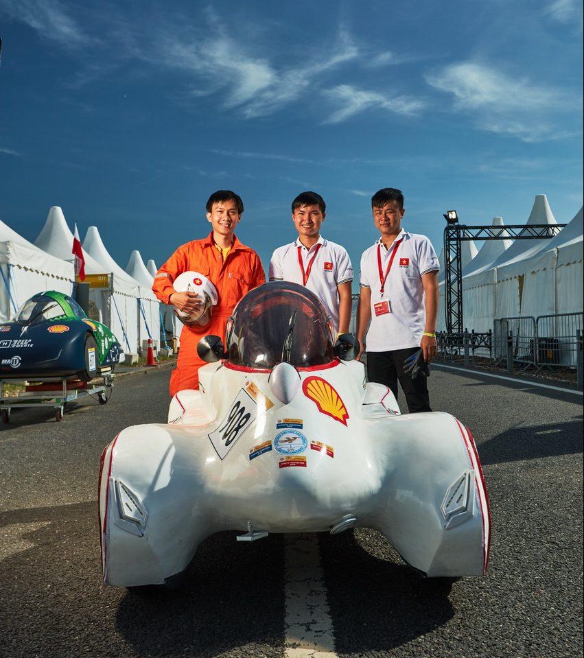 Đội đua LH-EST (ĐH Lạc Hồng) tham gia Shell Eco-marathon châu Âu với thành tích 185km/kwh - 1