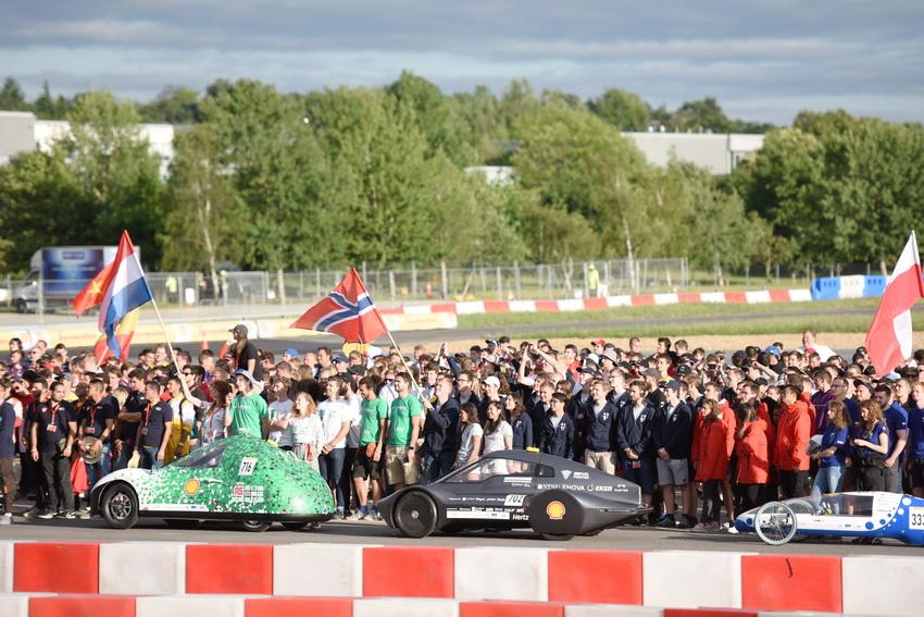 Đội đua LH-EST (ĐH Lạc Hồng) tham gia Shell Eco-marathon châu Âu với thành tích 185km/kwh - 5