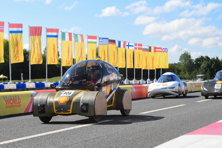Đội đua LH-EST (ĐH Lạc Hồng) tham gia Shell Eco-marathon châu Âu với thành tích 185km/kwh - 6