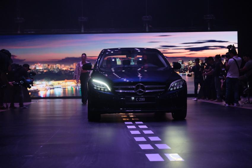 Khai mạc triển lãm Mercedes-Benz Fascination 2019 tại Hà Nội - 19