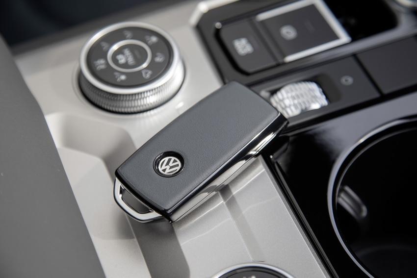 Chào mừng chiếc xe thứ 1 triệu, Volkswagen cho ra mắt phiên bản Touareg One Million - 9