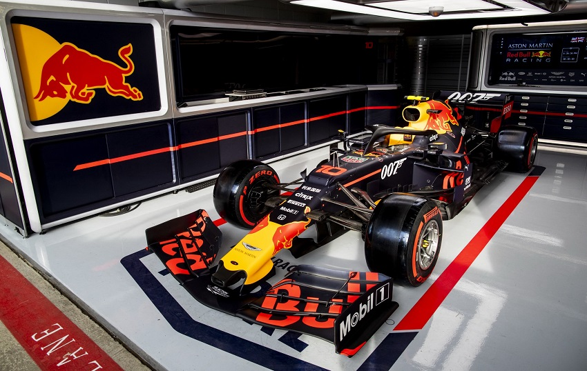 Aston Martin tổ chức lễ kỉ niệm phim James Bond tại giải đua Grand Prix - 1