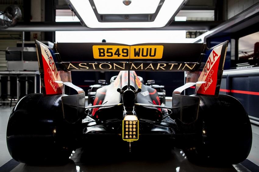 Aston Martin tổ chức lễ kỉ niệm phim James Bond tại giải đua Grand Prix - 2