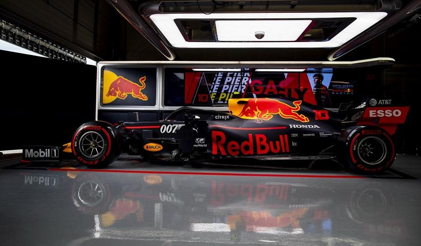 Aston Martin tổ chức lễ kỉ niệm phim James Bond tại giải đua Grand Prix - 3