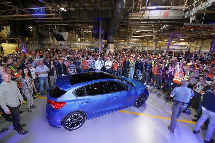 Ford cắt giảm 12.000 việc làm ở châu Âu và giới thiệu 3 dòng xe mới - 2