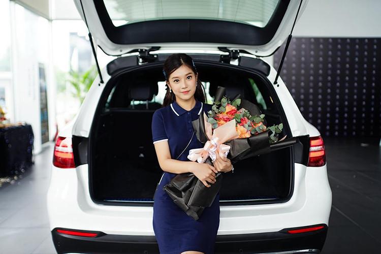 Ca sĩ, diễn viên Hoàng Yến Chibi sở hữu Mercedes-Benz GLC 200 - 4