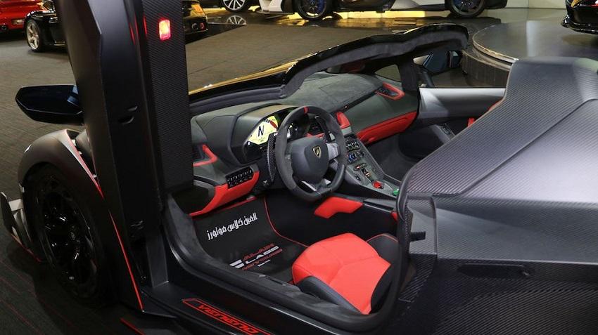 Lamborghini Veneno Roadster hàng hiếm với thiết kế thân xe làm bằng sợi carbon trần - 17