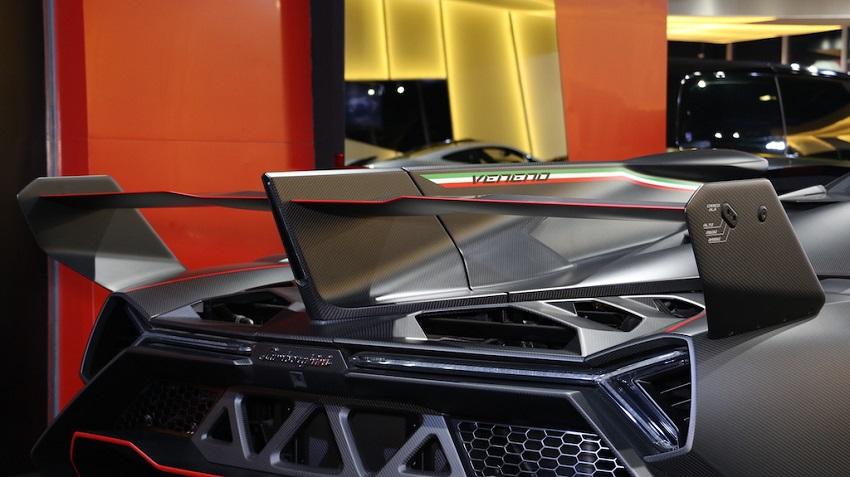 Lamborghini Veneno Roadster hàng hiếm với thiết kế thân xe làm bằng sợi carbon trần - 9
