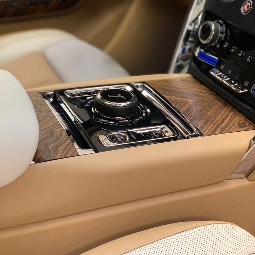 Petra Gold Rolls-Royce Cullinan sang trọng với thiết kế nội thất kiểu Moccasin - 1