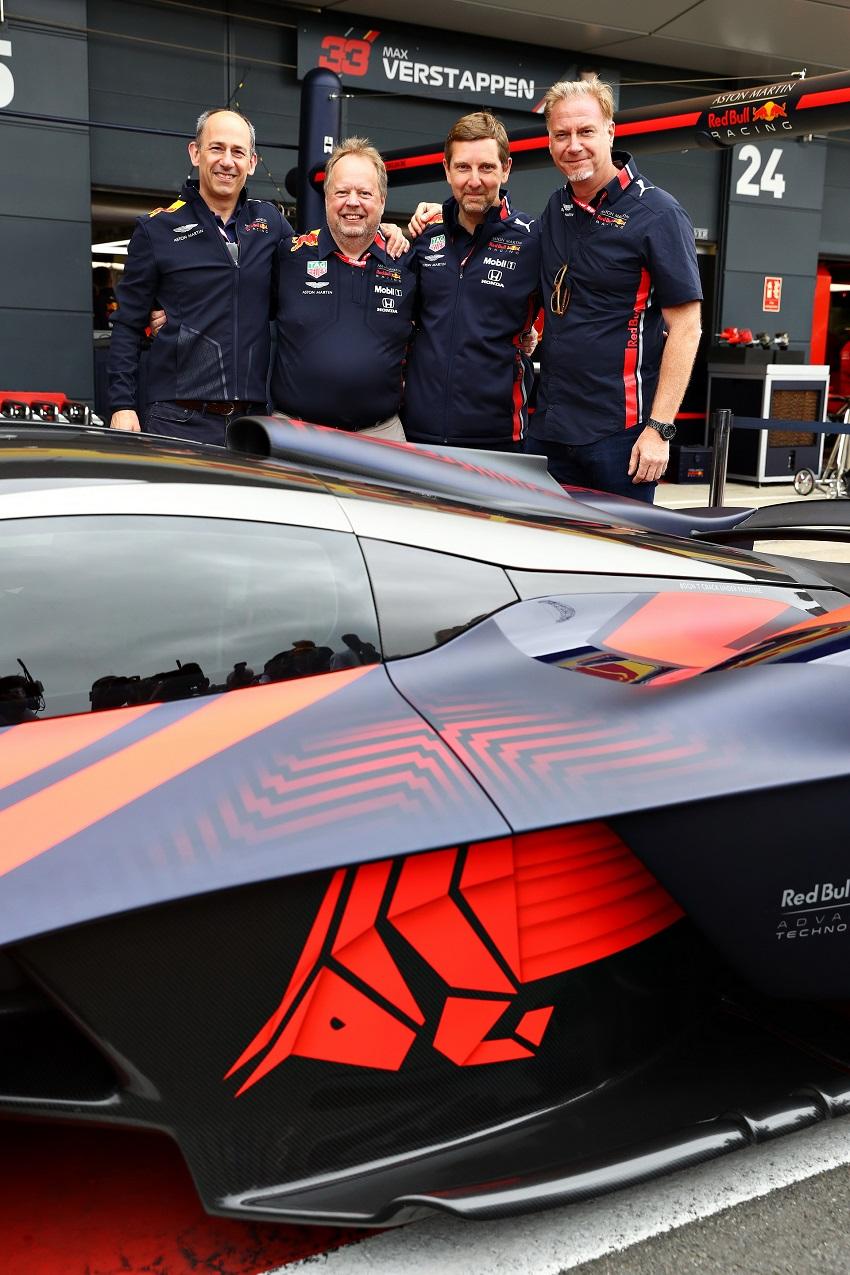 Siêu xe Aston Martin Valkyrie thể hiện sức mạnh tại Silverstone - 2