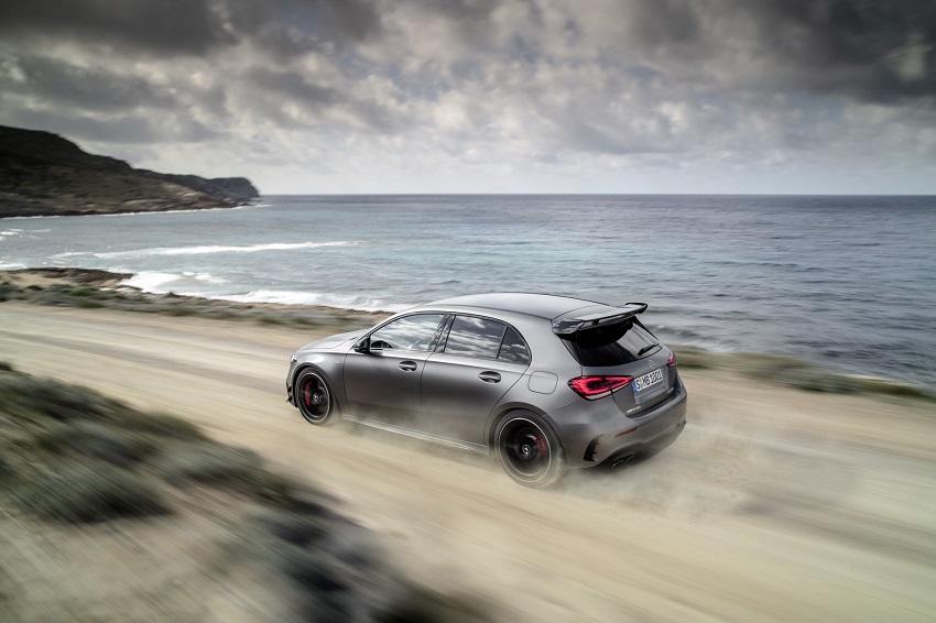 Siêu xe hiệu suất cao AMG A 45 và CLA 45 của Mercedes sở hữu thân xe nhỏ gọn - 3