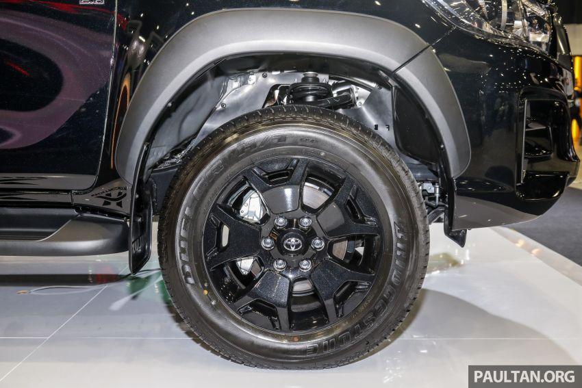 Toyota Hilux phiên bản Black Edition vừa ra mắt, giá bán 776,53 triệu đồng - 8