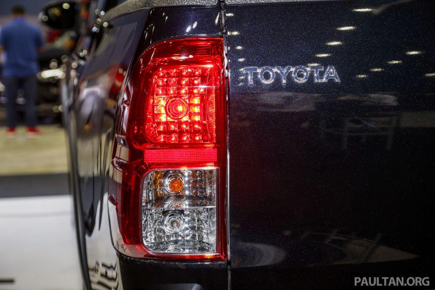 Toyota Hilux phiên bản Black Edition vừa ra mắt, giá bán 776,53 triệu đồng - 9