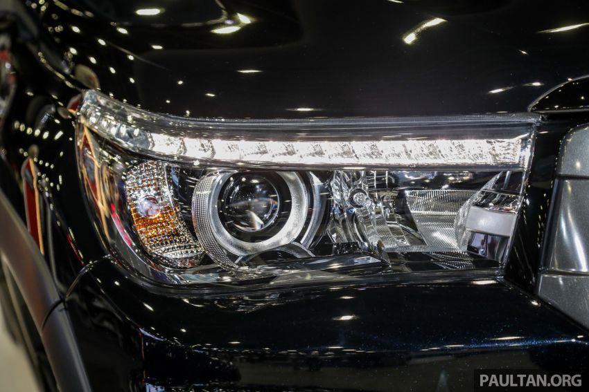 Toyota Hilux phiên bản Black Edition vừa ra mắt, giá bán 776,53 triệu đồng - 6