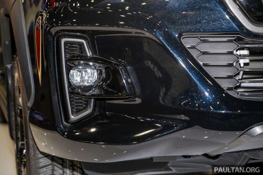 Toyota Hilux phiên bản Black Edition vừa ra mắt, giá bán 776,53 triệu đồng - 7