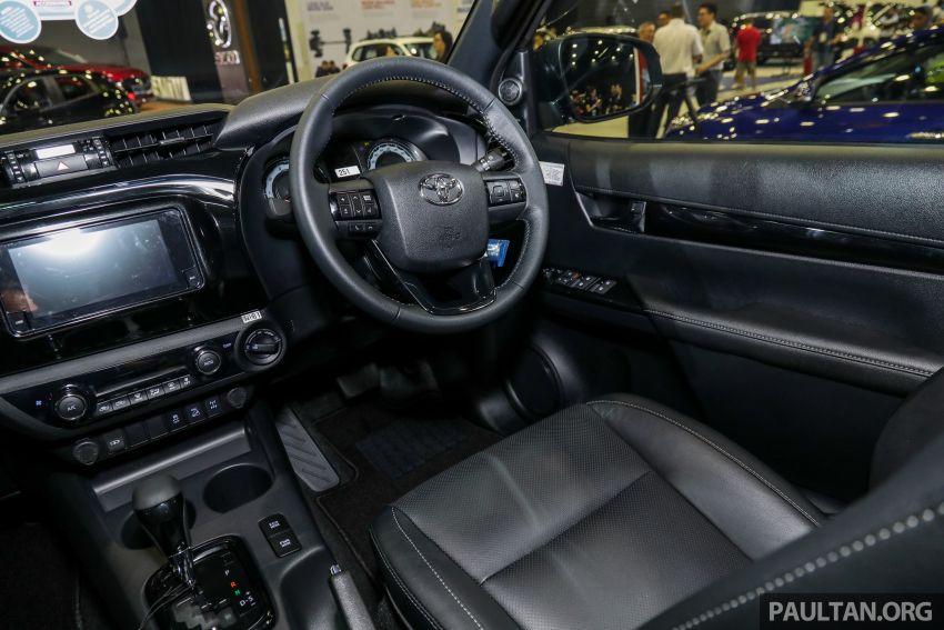 Toyota Hilux phiên bản Black Edition vừa ra mắt, giá bán 776,53 triệu đồng - 11