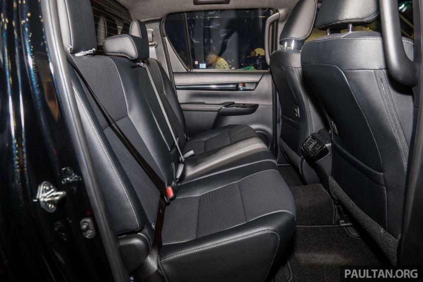 Toyota Hilux phiên bản Black Edition vừa ra mắt, giá bán 776,53 triệu đồng - 12