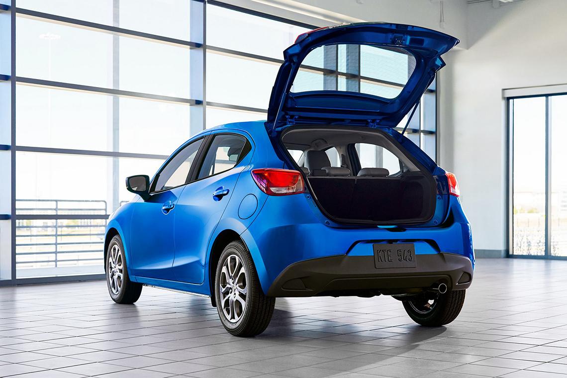 Toyota Yaris 2020 Hatchback có thiết kế giống Mazda2, giá từ 18.705 USD - 4