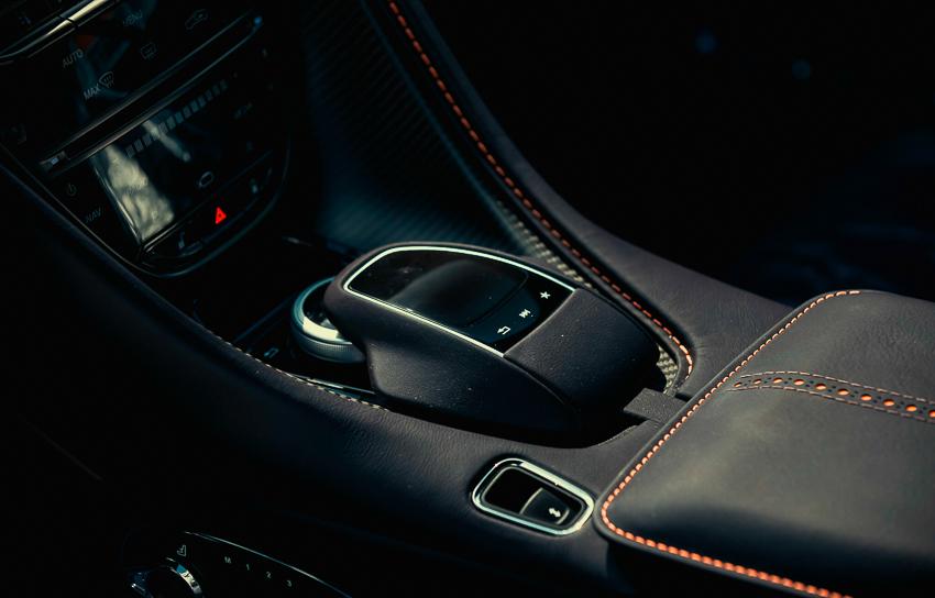 Aston Martin DB11 V8 phiên bản độc Kopi Bronze vừa thông quan, chuẩn bị bàn giao đến chủ nhân - 2