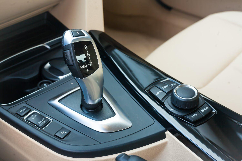 BMW 320i thế hệ cũ giảm giá lên đến 275 triệu đồng tại Việt Nam - 10