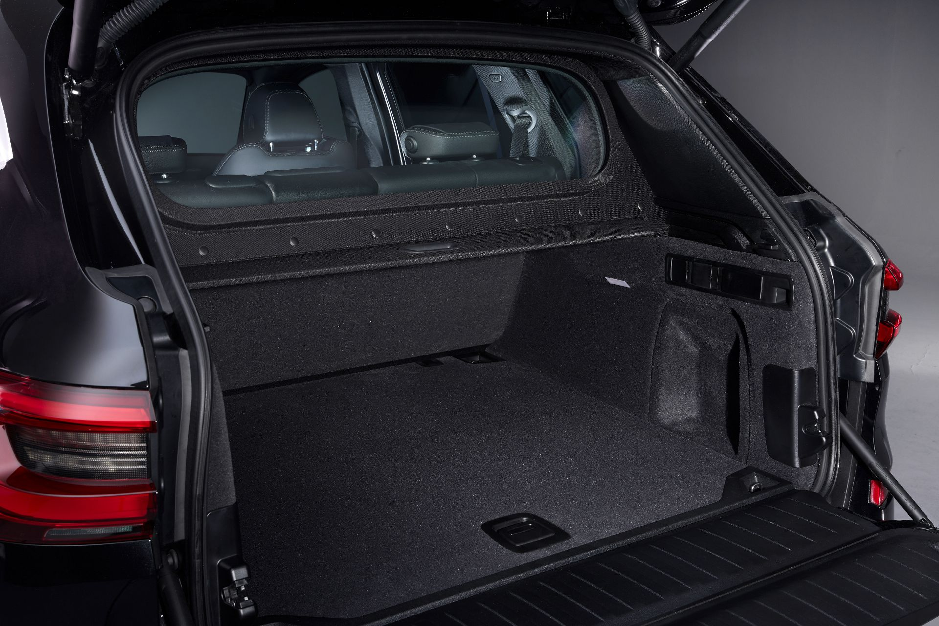 BMW X5 Protection VR6 - SUV bọc thép hạng sang - 25