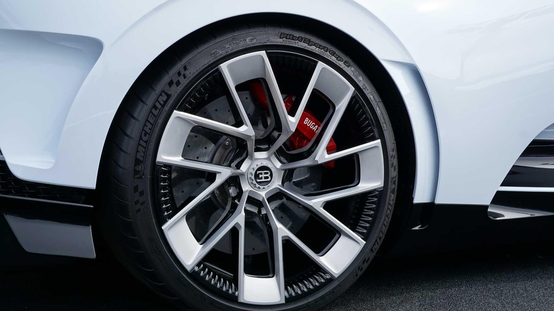 Bugatti Centodieci – siêu xe 9 triệu đô cháy hàng ngay khi ra mắt 13