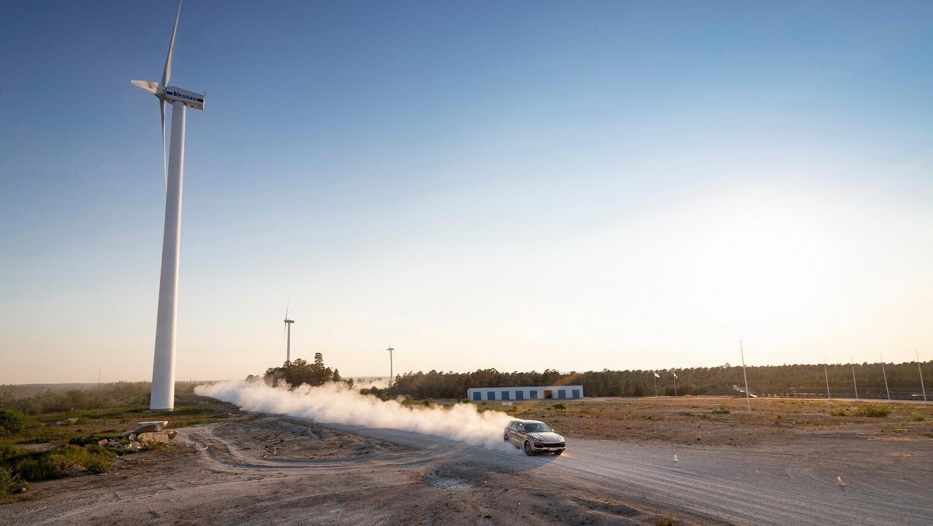 Porsche Cayenne Turbo S E-Hybrid ra mắt có giá từ 161.900 USD tại Mỹ 12