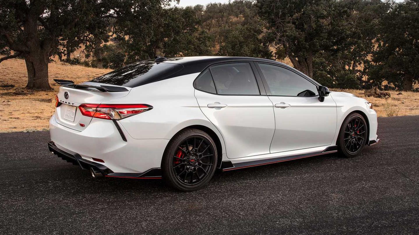 Toyota Camry TRD 2020 sản xuất giới hạn, công bố giá từ 744 triệu - 01