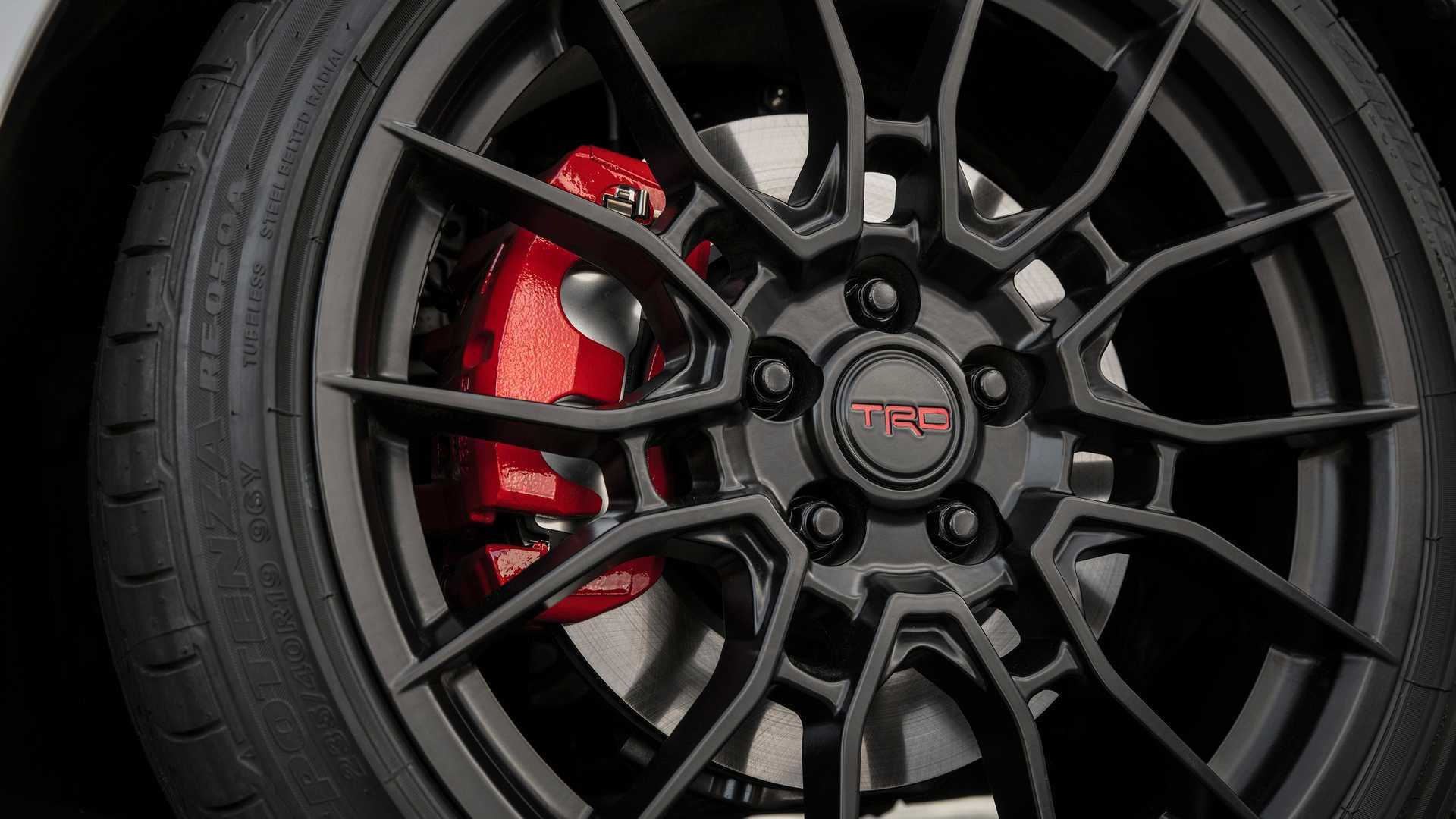 Toyota Camry TRD 2020 sản xuất giới hạn, công bố giá từ 744 triệu - 10
