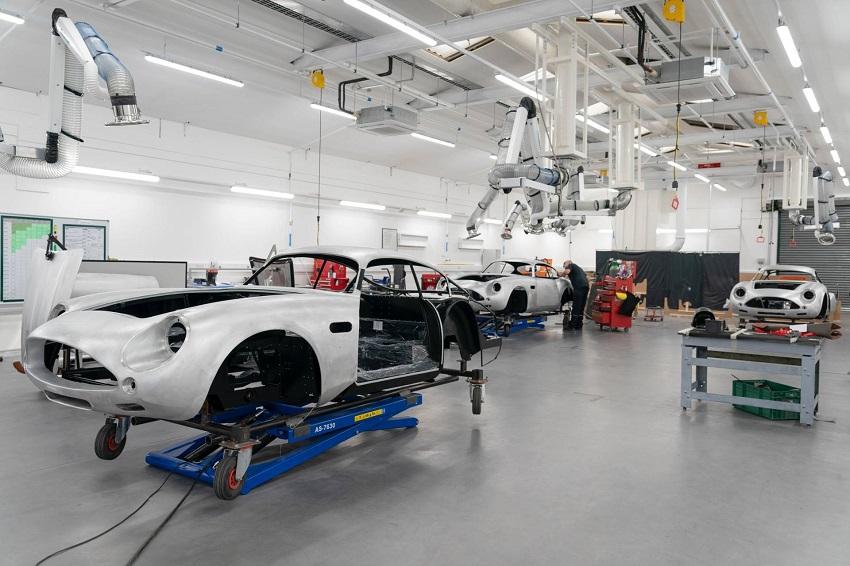 Aston Martin DB4 GT Zagato Continuation - 2