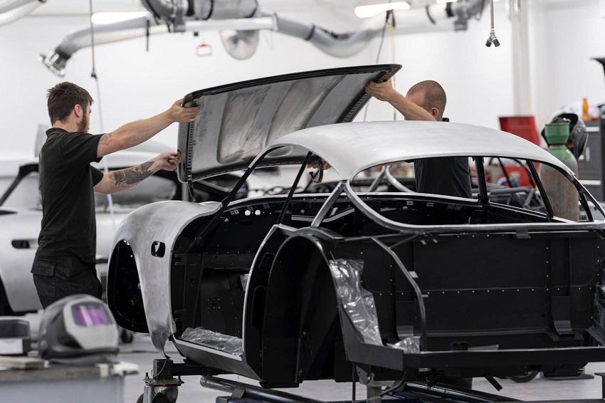 Aston Martin DB4 GT Zagato Continuation - 3