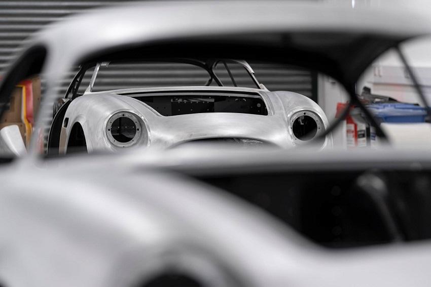 Aston Martin DB4 GT Zagato Continuation - 6