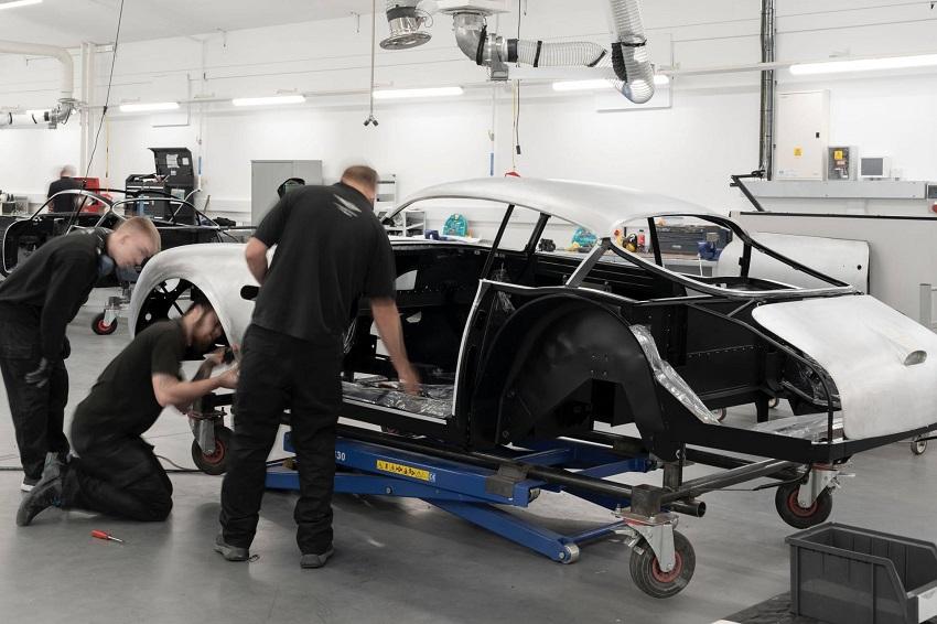 Aston Martin DB4 GT Zagato Continuation - 8