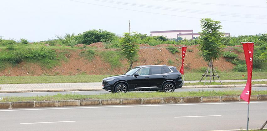 Hình ảnh Thủ tướng Malaysia lái thử xe VinFast Lux SA 2.0 tại Hà Nội - 5
