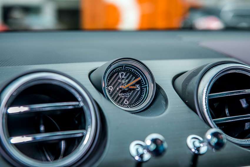 Bentley Bentayga V8 đầu tiên mang dấu ấn cá nhân hoá - 3