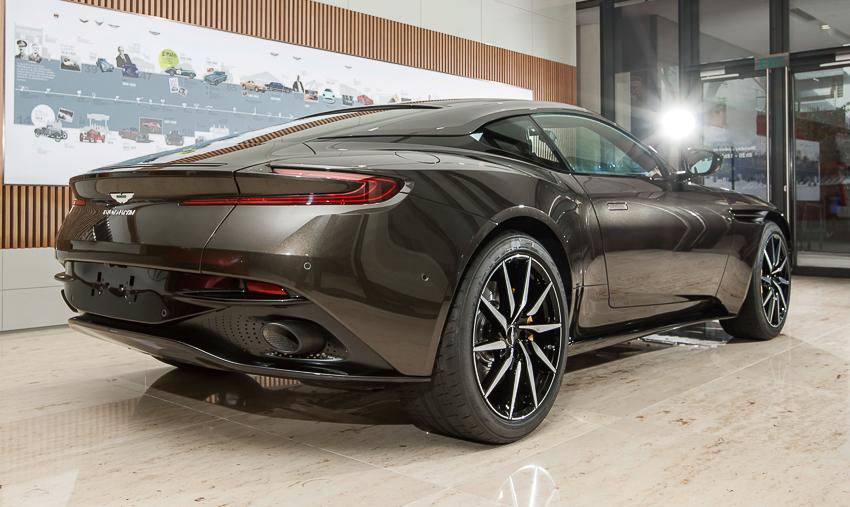 Cận cảnh Aston Martin DB11 V8 màu vàng đồng Kopi Bronze độc nhất Việt Nam -11