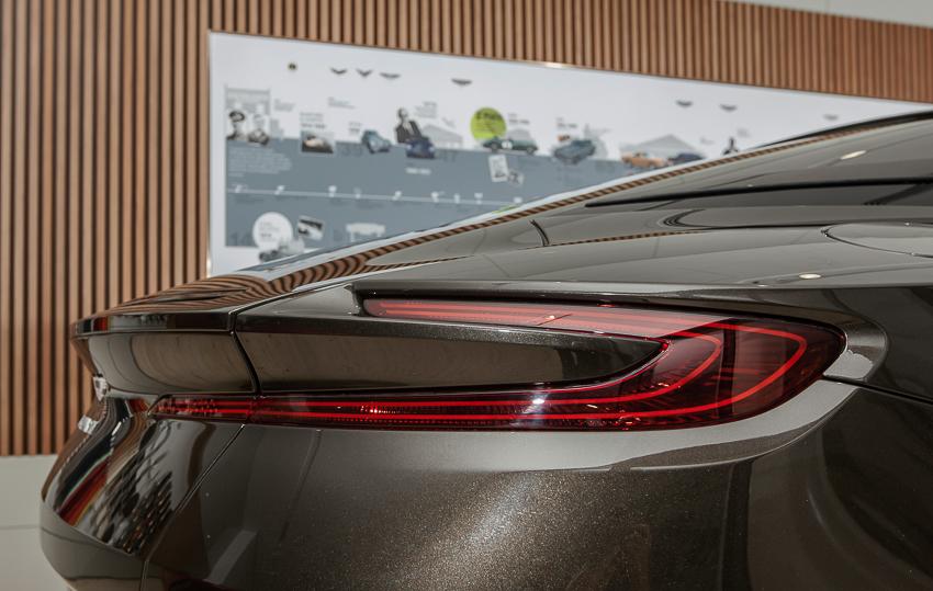 Cận cảnh Aston Martin DB11 V8 màu vàng đồng Kopi Bronze độc nhất Việt Nam -13