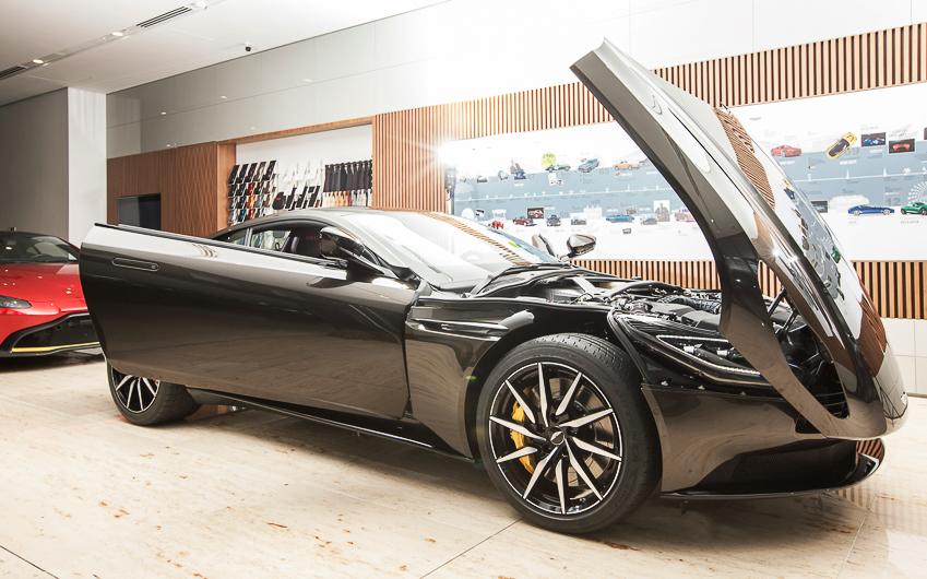 Cận cảnh Aston Martin DB11 V8 màu vàng đồng Kopi Bronze độc nhất Việt Nam - 26