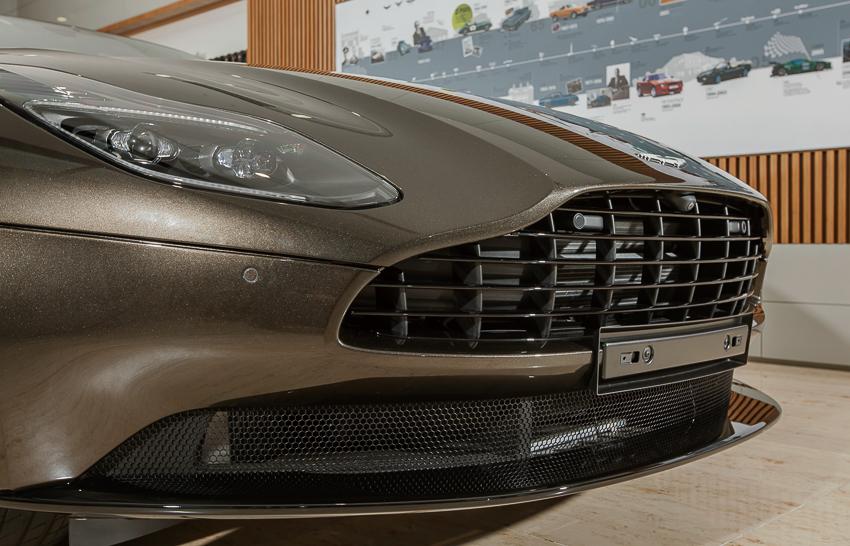 Cận cảnh Aston Martin DB11 V8 màu vàng đồng Kopi Bronze độc nhất Việt Nam -06