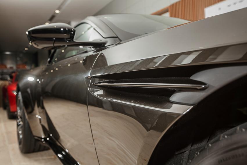 Cận cảnh Aston Martin DB11 V8 màu vàng đồng Kopi Bronze độc nhất Việt Nam -08
