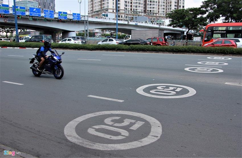 TP.HCM sơn biển báo tốc độ lên mặt đường như ở nước ngoài - 2