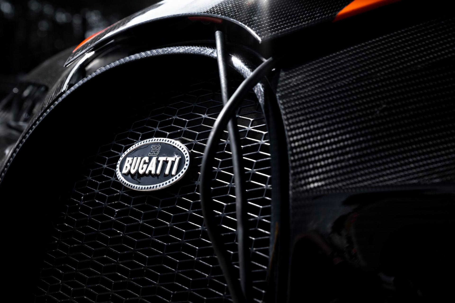 Bugatti bán sạch 30 siêu xe Chiron gần 4 triệu USD chỉ trong một buổi tối 2