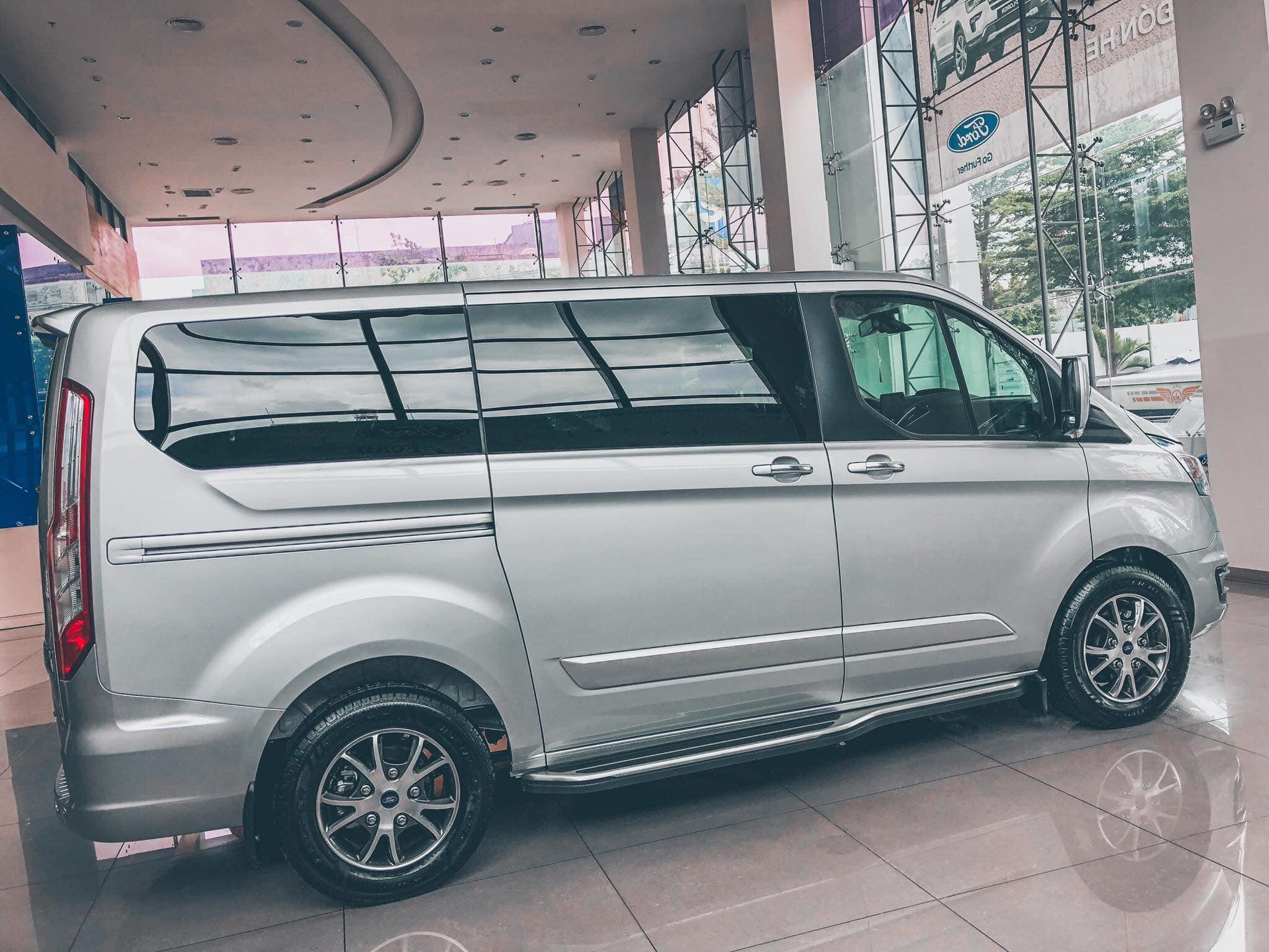 Ford Tourneo sắp được ra mắt tại Việt Nam - 02