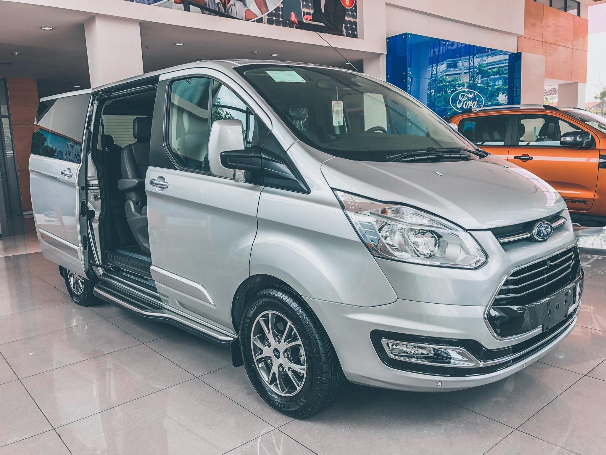 Ford Tourneo sắp được ra mắt tại Việt Nam - 04