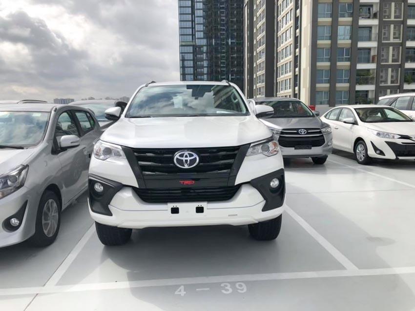 Cận cảnh Toyota Fortuner TRD giá 1,2 tỉ đồng tại Việt Nam - 4