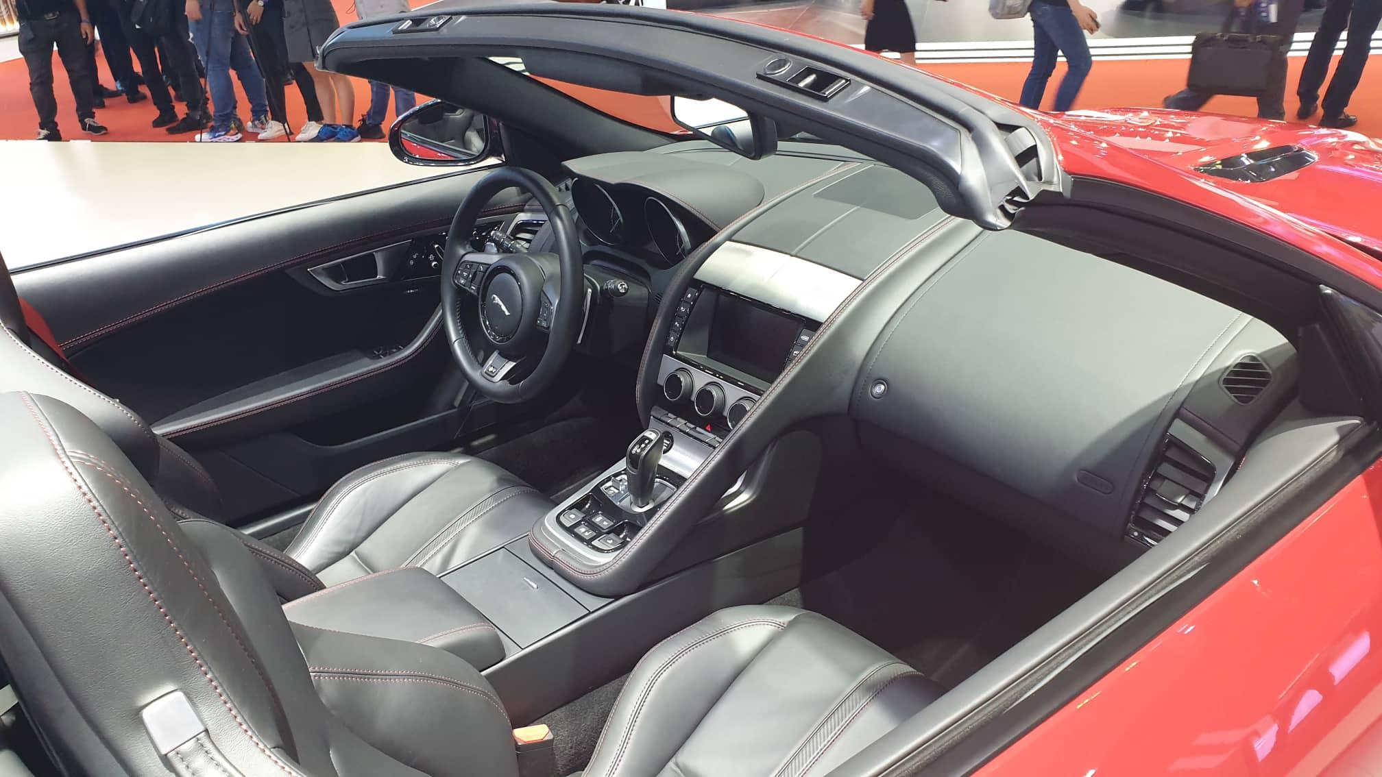 [VMS 2019] Cận cảnh Jaguar F-Type phiên bản R Convertible giá 13 tỉ đồng tại Việt Nam - 2