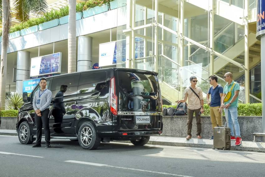 Trải nghiệm Ford Tourneo Mới: Tận hưởng sự êm ái và thoải mái cho những chuyến đi dài - 4