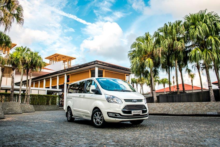 Trải nghiệm Ford Tourneo Mới: Tận hưởng sự êm ái và thoải mái cho những chuyến đi dài - 2